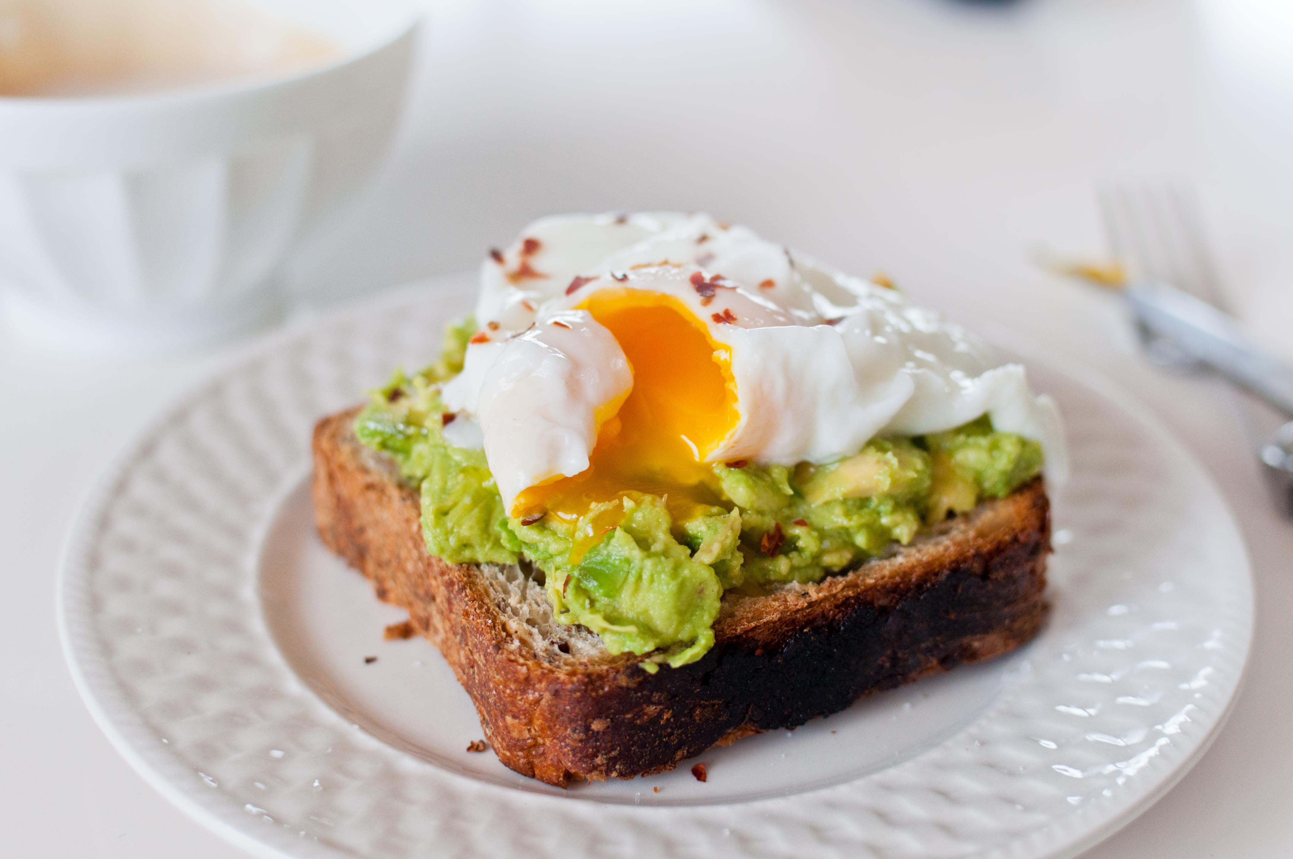 Brunching at Home: Avocado Toast, Berries and Yogurt | Sometimes I ...